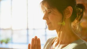 How Learning to Meditate Can Help You Lose Weight